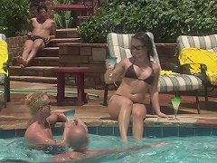 Horny Katja Kassin Wants To Reach Orgasm With Her Friends By The Pool