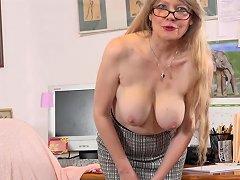 Usa MILF Lilli Takes A Masturbation Break At The Office