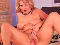 Big Young Dick Sucked On By Blonde Mature