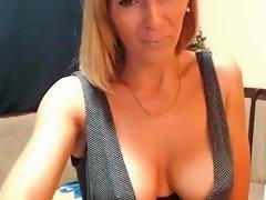 Gorgeous Cute Mommy Webcam Show Masturbation